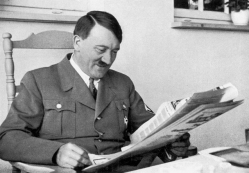 hitler-reading-newspaper